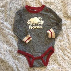 3-6 months Roots sleeper / onesie / bodysuit. Excellent condition.